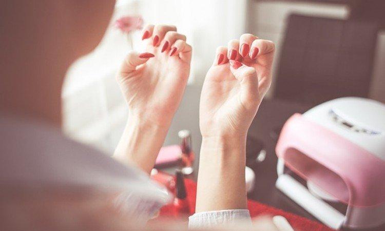 4 porady jak wzmocnić słabe paznokcie - apteka internetowa Melissa