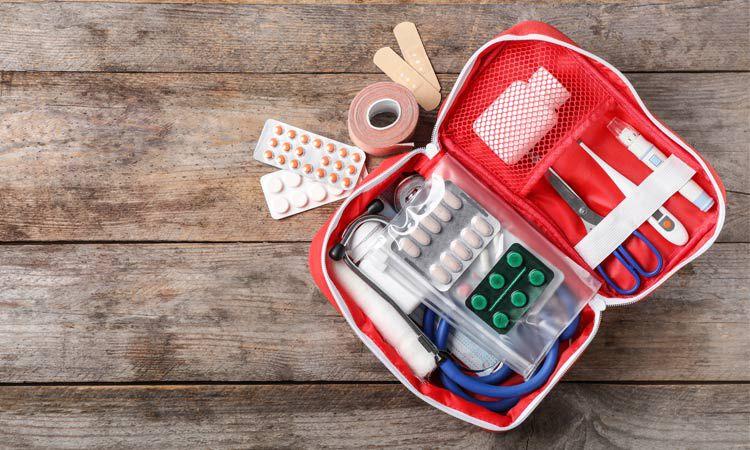 Apteczka na wakacje - opatrunki, leki, repelenty