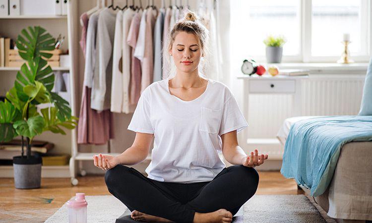 Praktyka jogi na stres, bóle menstruacyjne i dobry seks