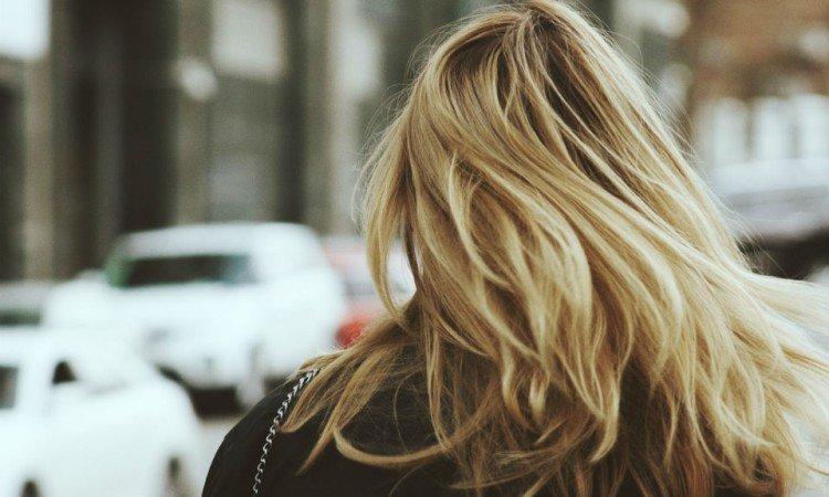 Czym jest serum do włosów i kiedy warto je stosować? - Apteka internetowa Melissa