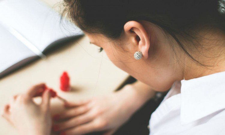 Dlaczego warto sięgnąć po serum do paznokci? - Apteka internetowa Melissa