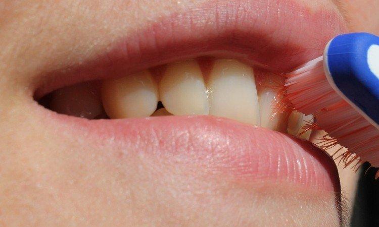Fluor - jak działa na nasze zęby? - Apteka internetowa Melissa
