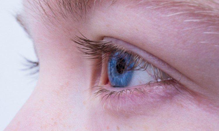 Jak działają krople nawilżające do oczu i kiedy warto je stosować? - Apteka internetowa Melissa