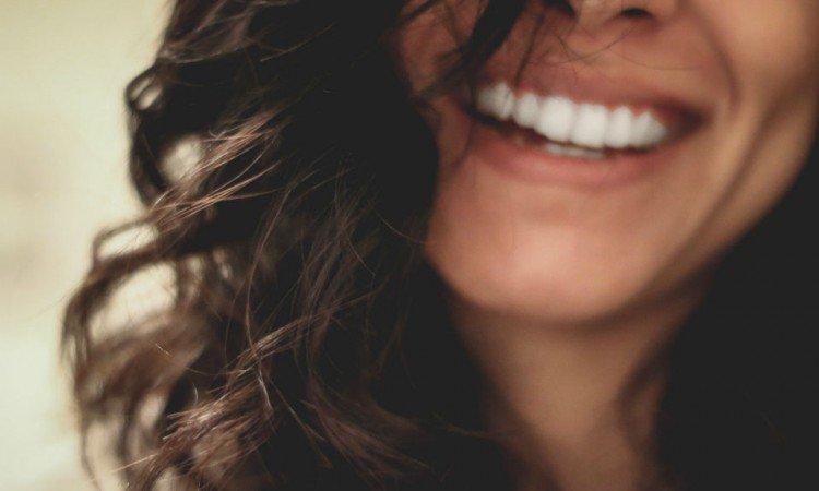 Jak działają żele wybielające do zębów? - Apteka internetowa Melissa