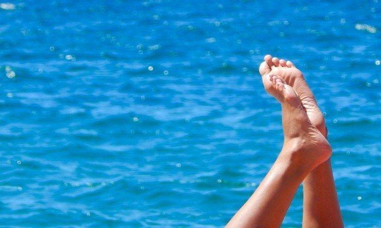 Jak radzić sobie z odciskami na stopach? - Apteka internetowa Melissa