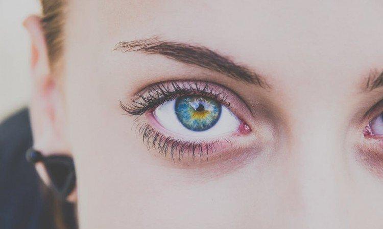 Jak wybrać idealny krem pod oczy? - Apteka internetowa Melissa