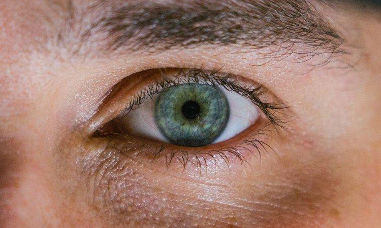 Przyczyny i leczenie opuchniętych powiek - Apteka internetowa Melissa