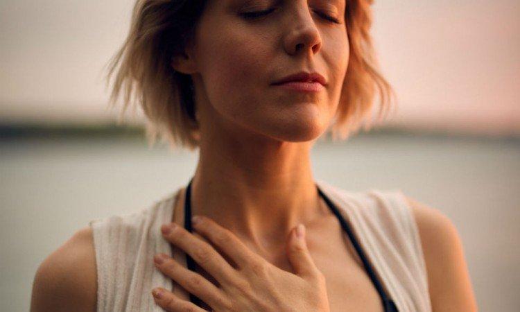 Rozpoznaj pierwsze objawy zapalenia krtani - Apteka internetowa Melissa