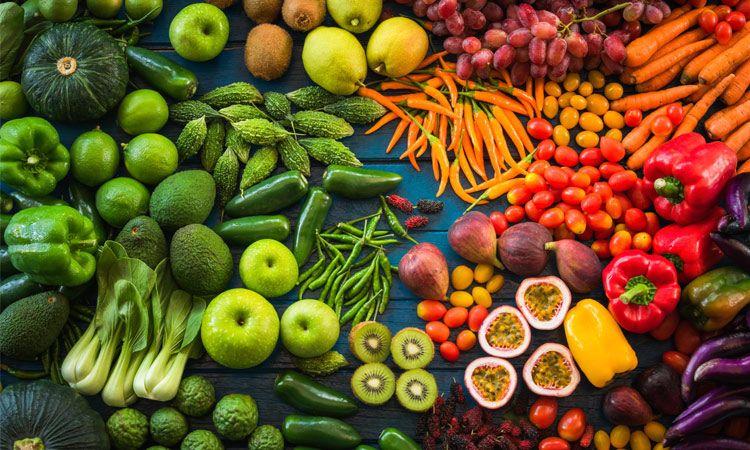 Letnie owoce i warzywa – włącz je do swojej diety!
