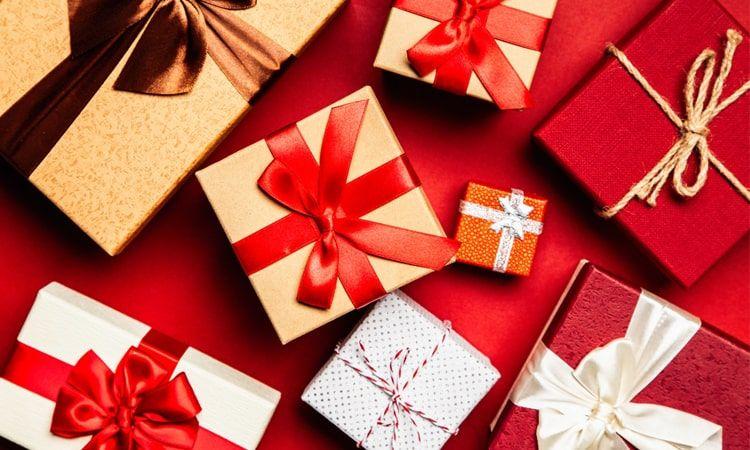 Świąteczny prezent z apteki - co wybrać dla mamy, dziadka, żony?
