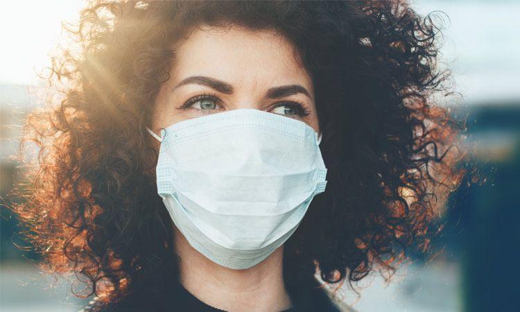 Jak nosić i zakładać maseczkę ochronną na twarz w prawidłowy sposób?